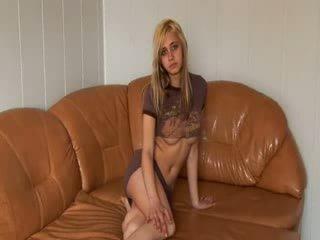 รัสเชีย เจ้าหญิง stripping บน the โซฟา