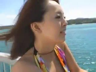 Hitomi tanaka à la plage