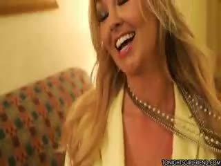 velká prsa, nylon, blondýnka