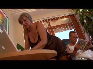 Με πλούσιο στήθος γιαγιά wants νέος καβλί, ελεύθερα ώριμος/η πορνό βίντεο f0