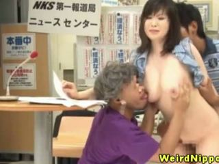 Asian hottie creampied during gangbang