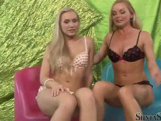 Sylvia saint と ホット playgirl taking オフ 彼らの undies