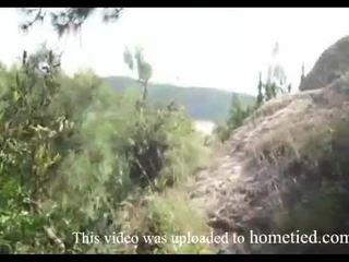 Młody amatorskie dzikie pieprzyć podczas mountain hiking
