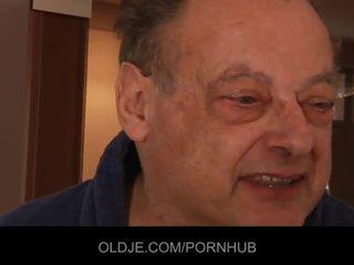 Old elek man fuck two nggumunke young girls