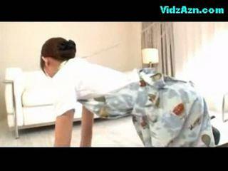 Stewardess getting haar poesje geneukt sperma naar panty op de
