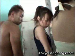 Ázijské v sprcha s perverts!