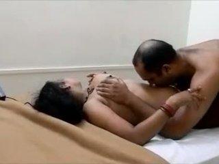 Desi aunty nagybácsi barát -ban hotel