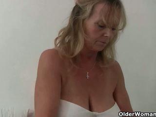 Inglesa vovó com grande tetas gives dela fanny um tratar