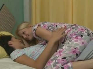 Charlotte stokely y alannah monroe intimate lesbianas sexo