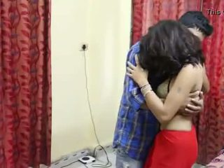Desi milf's 胸部 fondled 真 硬 由 salesman ## hindi 热 短 电影