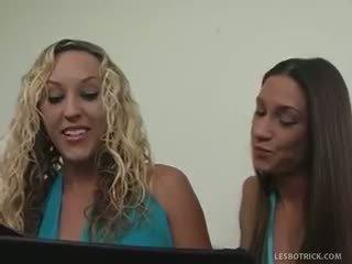 calitate jucarii, orice lesbiană, blondă nou