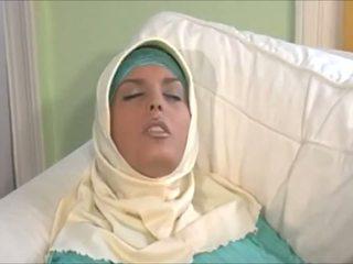 Tainnutus muslima sisään hijab kanssa suuri elin on a sexaddict