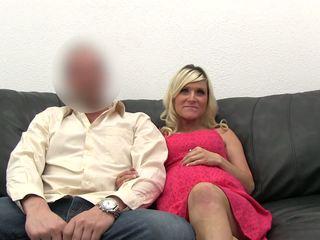 Neuken zwanger blondine bij de casting.