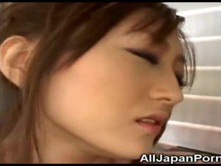 Japansk babe gets nytelse fra vibrator!