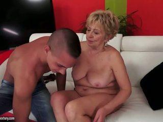 Krūtainas apaļas grandmas sekss kompilācija