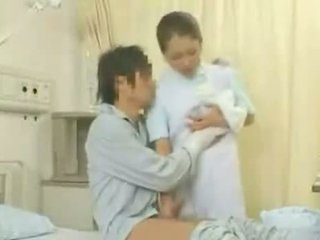 Slimnīca apģērbta sievete kails vīrietis nursing rūpes aina 1
