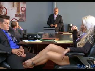 Blonda vagaboanta în the întâlnire cameră, gratis hd porno 68