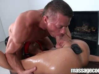 Oily piemel massage op massagecocks