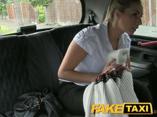 Faketaxi ondeugend politie vrouw in taxi man payback