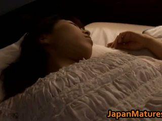 Rijpere japans chick gets fingered