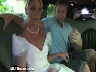 Groom gets freaky în limo