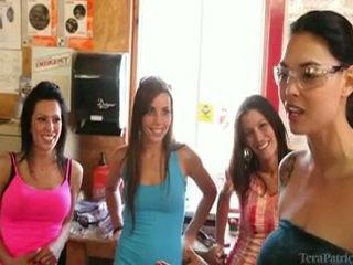 Itu females having sebuah penuh hari dari aktivitas sekitar tera patrick.