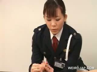 Polícia mulher forcing dela prisoner para lambida dela molhada conas