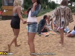 Reāls ārā porno video ar karstās meitenes
