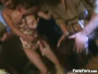 Two meisjes brutally gangbanged video-