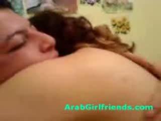فتاة curvy arab sucks بعيدا bf إلى الحصول على مارس الجنس في محلية الصنع