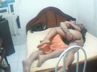 Indický pár chycený domácí sextape