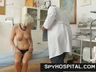 Unlicensed gyno daktaras fights atgal su a paslėptas kamera