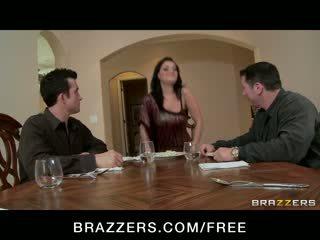 Charley chase - groot mees brunette has double penetration trio orgie met baas