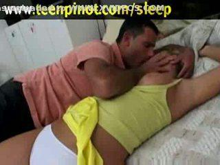 Blond beib perses kuigi magamine sisse a hotell tuba