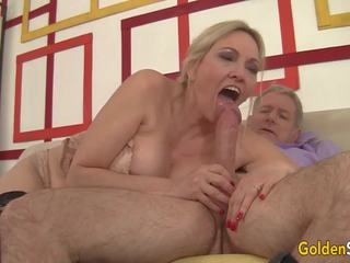 Mature Slut Sucks a Cock and Takes it in Her Twat: Porn 84