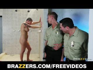 Με πλούσιο στήθος φυλακή inmate eva angelina gets gang-banged σε ο μπάνιο