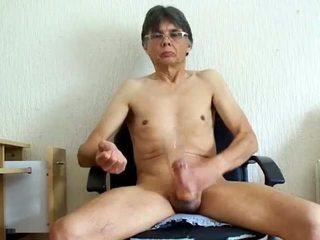 Chris ellis cumming i en penisen pumpen