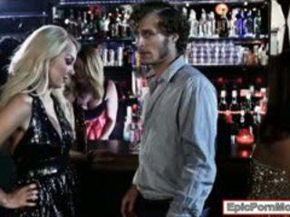 Sexy blond hottie aaliyah kjærlighet stuffed i den klubb
