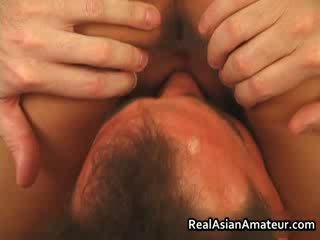 Asia perempuan cabul anal kacau sementara menunggangi dia
