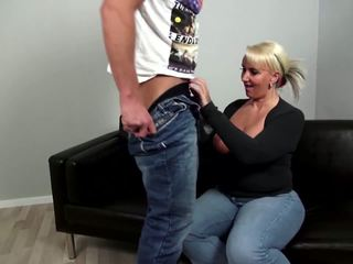 Mature curvy mère fucks jeune pas son fils: gratuit porno 92