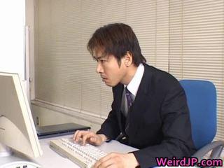 Pievilcīgas aziāti sekretāre iedīdītas