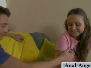 Hij wil neuken haar nauw anus