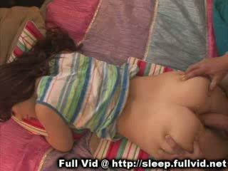 Κοιμώμενος/η έφηβος/η χύσιμο στο πρόσωπο