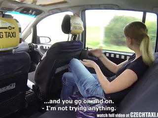 Czeska taxi - blondynka nastolatka gets jazda z jej życie