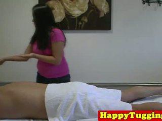 Reale grasso asiatico masseuse in cazzo rubbing
