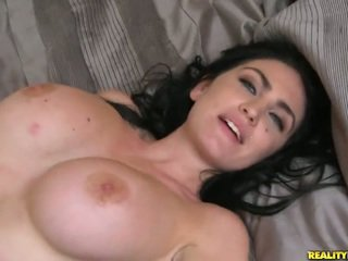 Brilliant bigtitted vecie london jolie