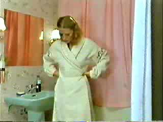 Sister dan saudara bermain doktor manakala ibu adalah showering video