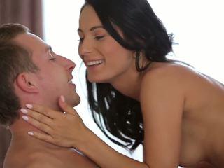 Romantic सेक्स leaves उसकी showered में कम