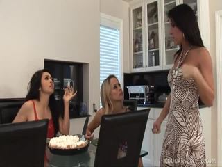 Bruneta porno xxx královna mandy hoore na koni a penis