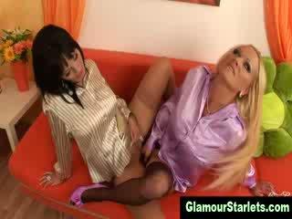 Nerātnas elegantas lesbos uz zeķbikses